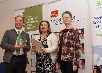 Bgm. Michael Müller, Chrysoula Argyriou (EC) und MD Monika Kratzer