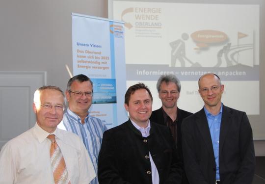 Die Referenten des 3. Interkommunalen Energieforums v.l.n.r.: Hr. Graf (aquabench), Hr. Frömmrich (Stadtwerke Schongau), Hr. Josef März (Solartechnik Oberland), Andreas Scharli (EKO), Dr. Gebert (GFM Beratende Ingenieure GmbH)