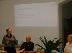 Elisabeth Kohlhauf (EKO) erklärt die Voraussetzungen für ein Energiekonzept
