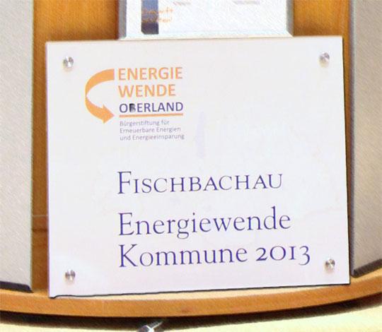 """Das Schild """"Energiewende-Kommune 2013"""" ziert bereits bald das Rathaus der Gemeinde Fischbachau"""
