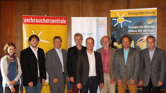 Fr. Vorderobermeier (Energie und Umwelt WOR), Hr. Mensch (Energie und Umwelt GER), Hr. Ross (LRA TÖL), Hr. Scharli (EKO), Hr. Müller (Bürgermeister Geretsried), Hr. Müller (VZ Bayern), Hr. Stevens (Energieberater), Hr. Spies (Leitbildgruppe Geretsried)