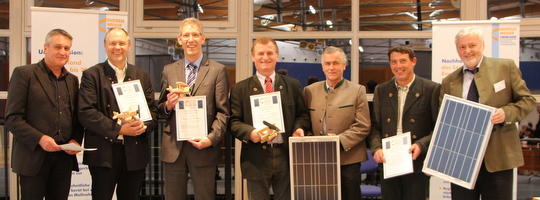 Solarstrompreis 2013 v.l.: Manfred Zäh (EWO), Karl-Heinz Grehl (Stadtrat Weilheim), Max Waldmann (2. Bgm. Schwabbruck), Sepp Reich (2. Bgm. Altenstadt), Korbinian Steigenberger (1. Bgm. Wielenbach), Hubert Lautenbacher (EG Wielenbach), Prof. Seiler (EWO)