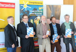 v.l. Andreas Roß (Wirtschaftsförderung TÖL), Landrat Josef Niedermaier (TÖL), Klaus Müller (Verbraucherzentrale Bayern), Florian Stevens (Energieberater), Andreas Scharli (Energiewende Oberland Kompetenzzentrum)