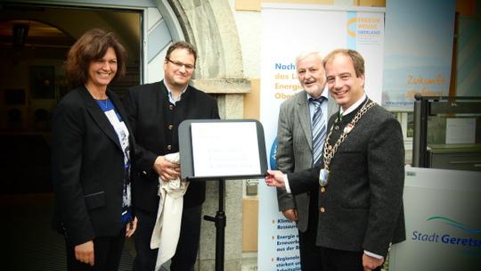 """Feierliche Auszeichnung der Stadt Geretsried als  """"Energiewende-Kommune 2014"""" im Oberland"""