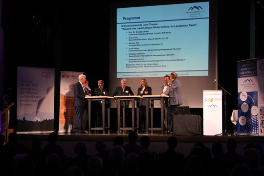 Podiumsdiskussion auf der 8. Klausurtagung Nachhaltiges Wirtschaften im Oberland