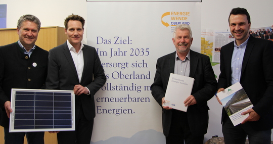 v.l.n.r.: Peter Haberzettl (EWO), MdL Ludwig Hartmann (Grüne), Josef Kellner (EWO), Stefan Drexlmeier (EWO)