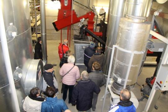 Politik begutachtet neues Biomasse-Heizwerk am Schulzentrum Bad Tölz