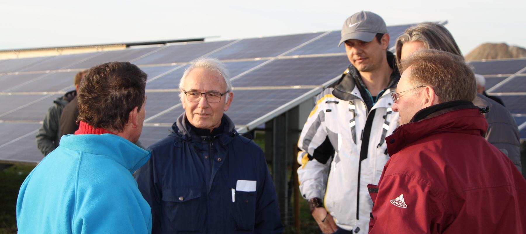 Kommunale Energiebeauftragten des Landkreises Weilheim-Schongau besichtigen PV-Freiflächenpark Wielenbach