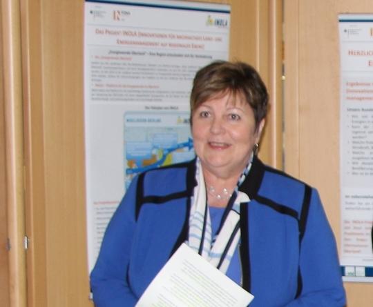 Landrätin Andrea Jochner-Weiß bei der Eröffnung der Posterausstellung