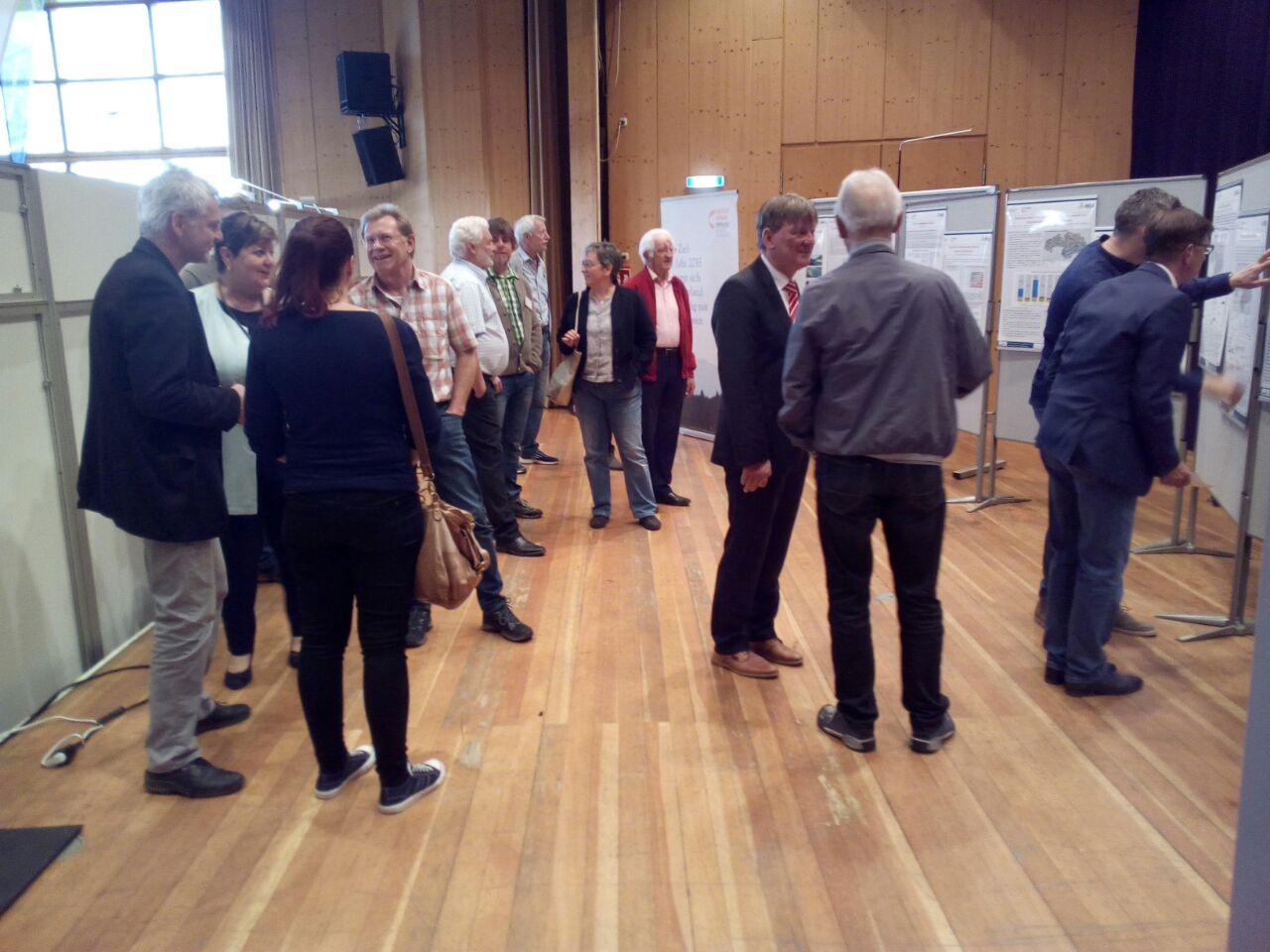 Posterausstellung auf der Energiemesse in Weiheim mit Landrätin Andrea Jochner-Weiß