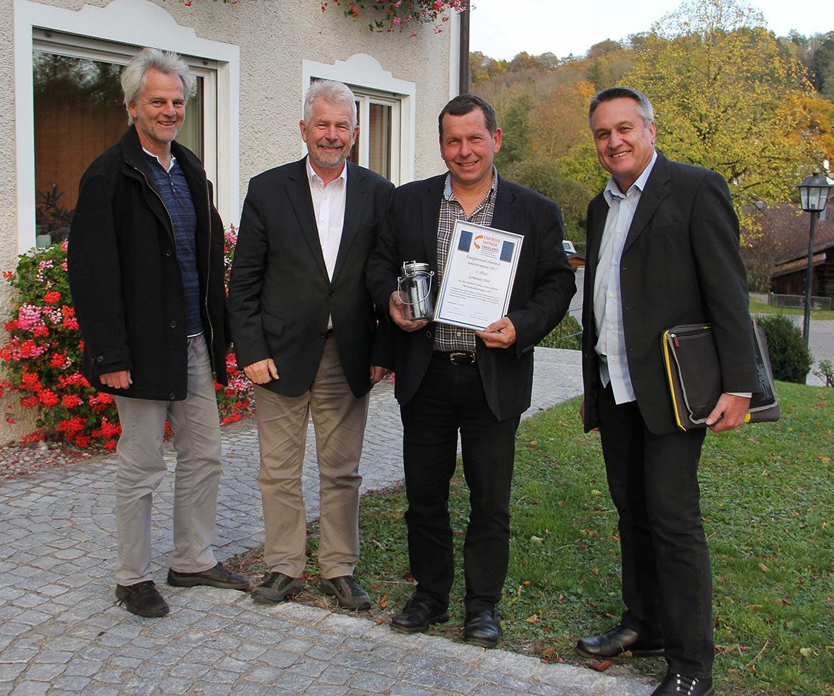 Erster Bürgermeister Werner Grünbauer nimmt den EWO Solarstrompreis 2017 für die Gemeinde Pähl entgegen