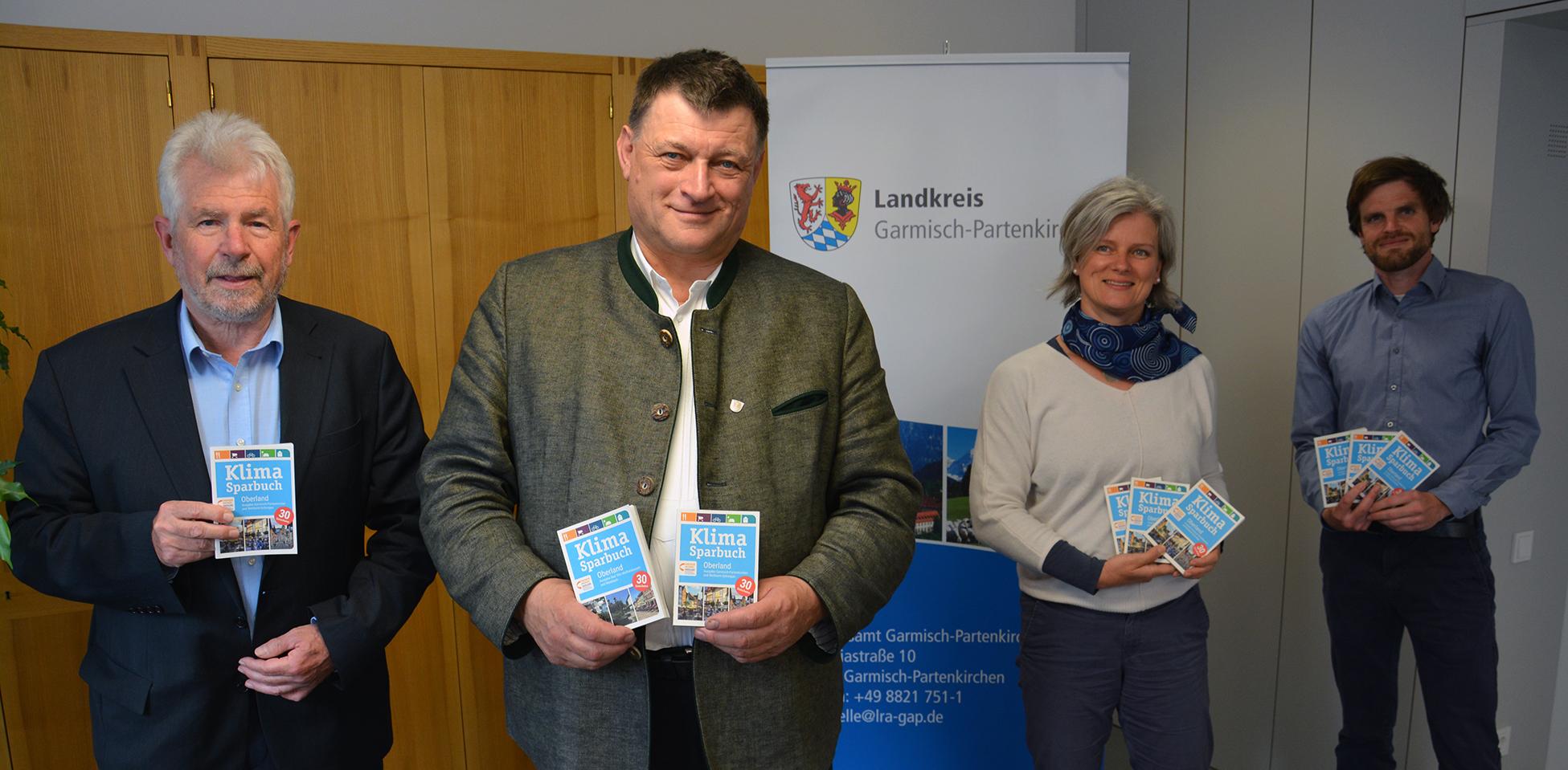 v.l.n.r.: Josef Kellner (EWO), Landrat Anton Speer (GAP), Beate Löw-Schneyder (EWO), Florian Diepold-Erl (Klimaschutzmanager GAP)