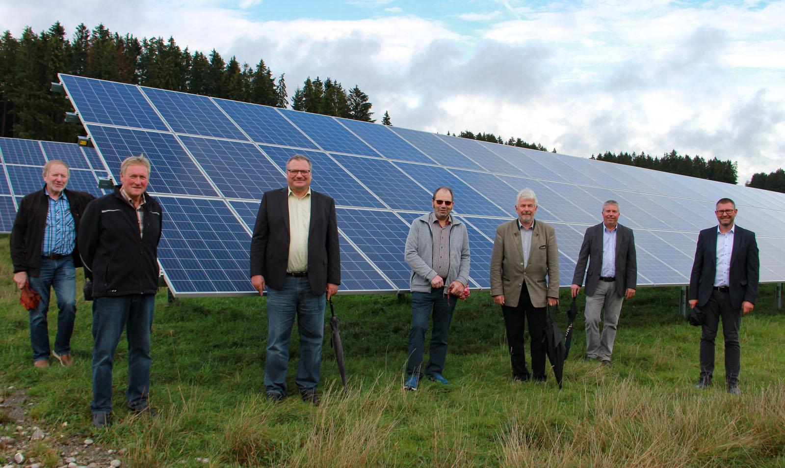 Besichtigung der großen Freiflächen-Anlage: Schwabsoien gewinnt den ersten Platz beim Solarstrompreis 2019
