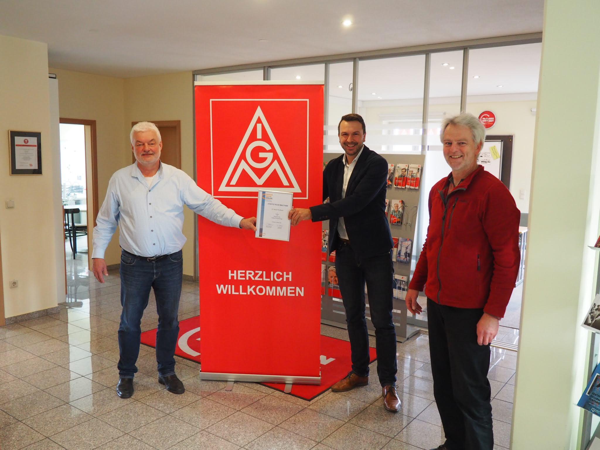v.l. Helmut Dinter (1. Bevollmächtigter, IG Metall Weilheim), Stefan Drexlmeier (Vorstandsvorsitzender Energiewende Oberland), Andreas Scharli (Energiemanager Energiewende Oberland)